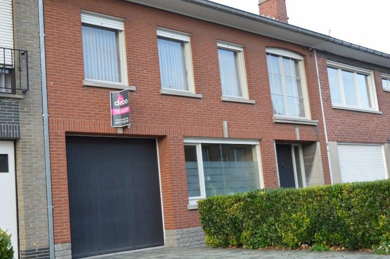 Zéér ruime woning met garage en tuin te Waregem